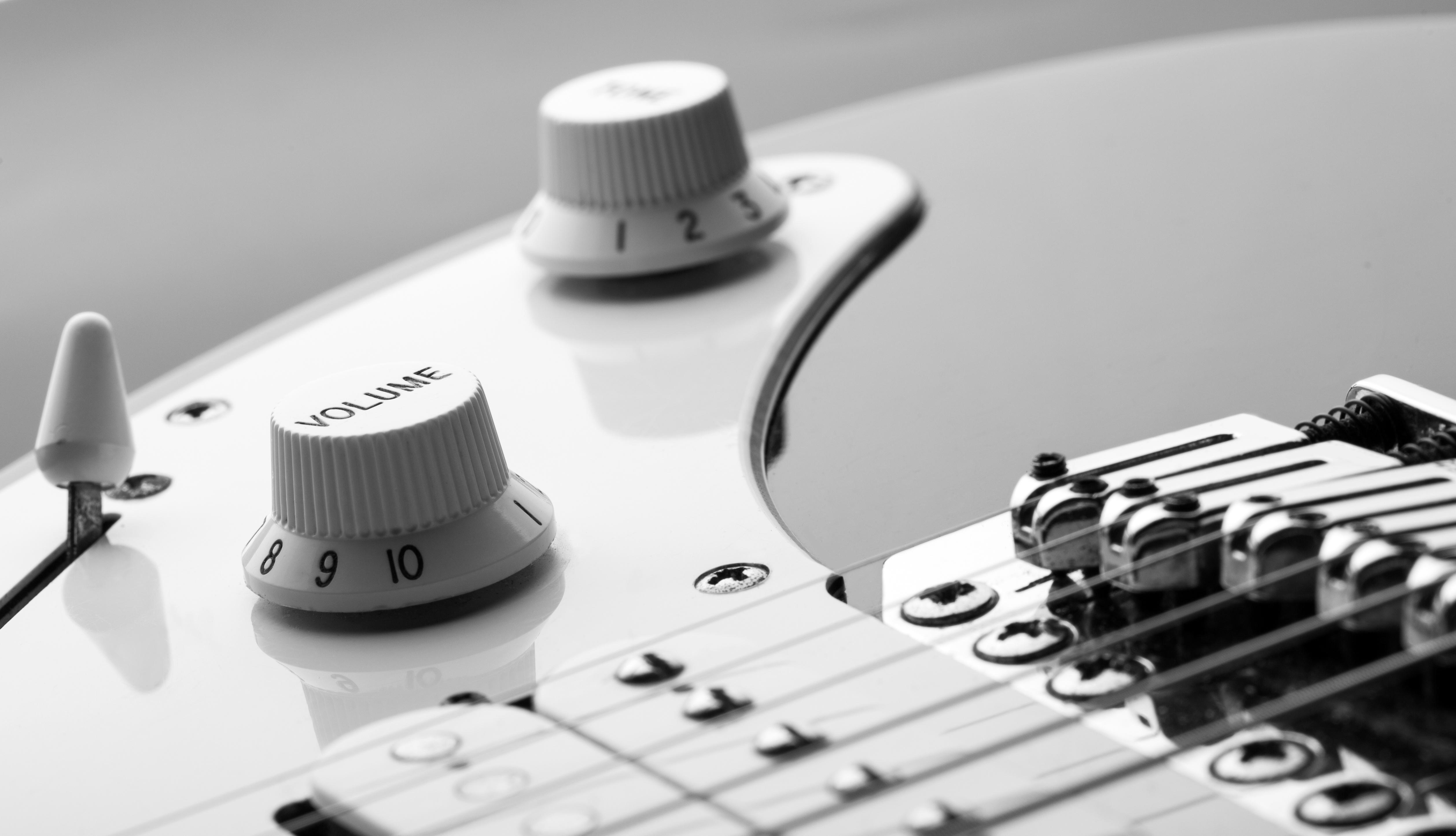 Yamaha, Squier ou encore Fender, les modèles de guitares éléctriques sont nombreux