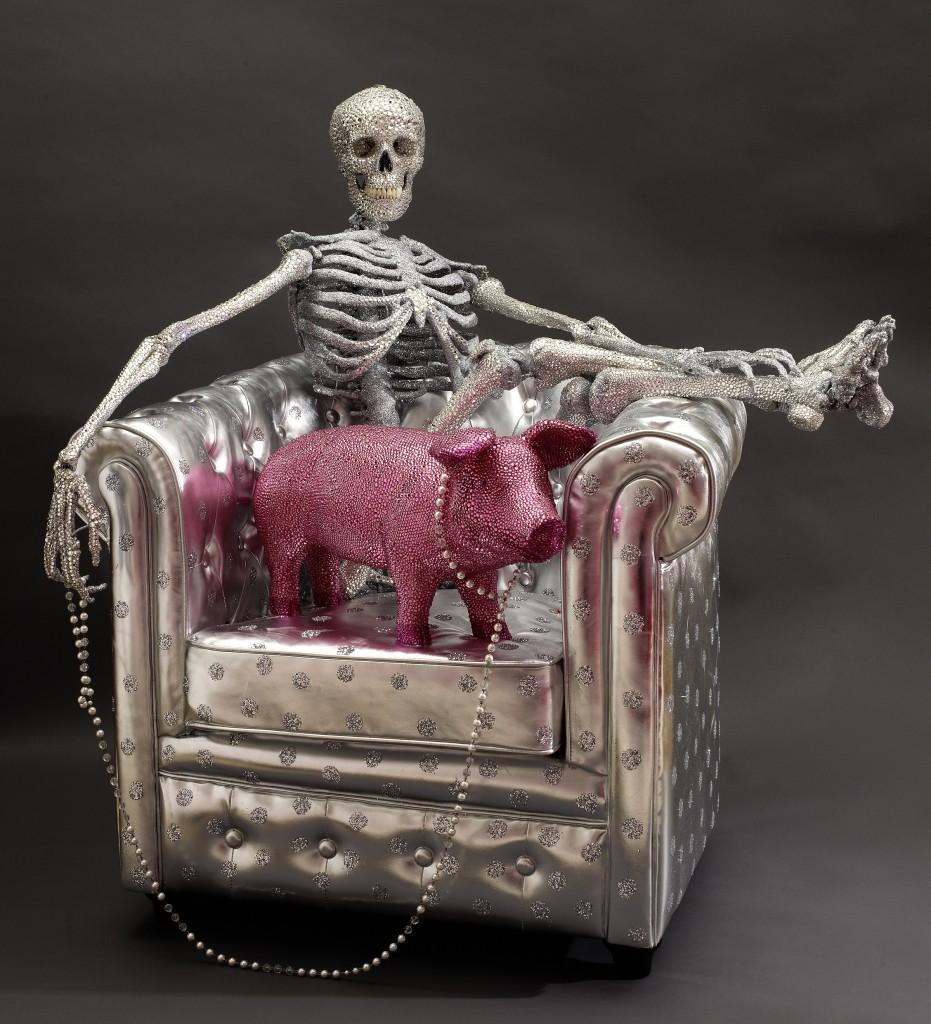 Ici, Marceline La pouffe nous montre un squelette élégant et raffiné.