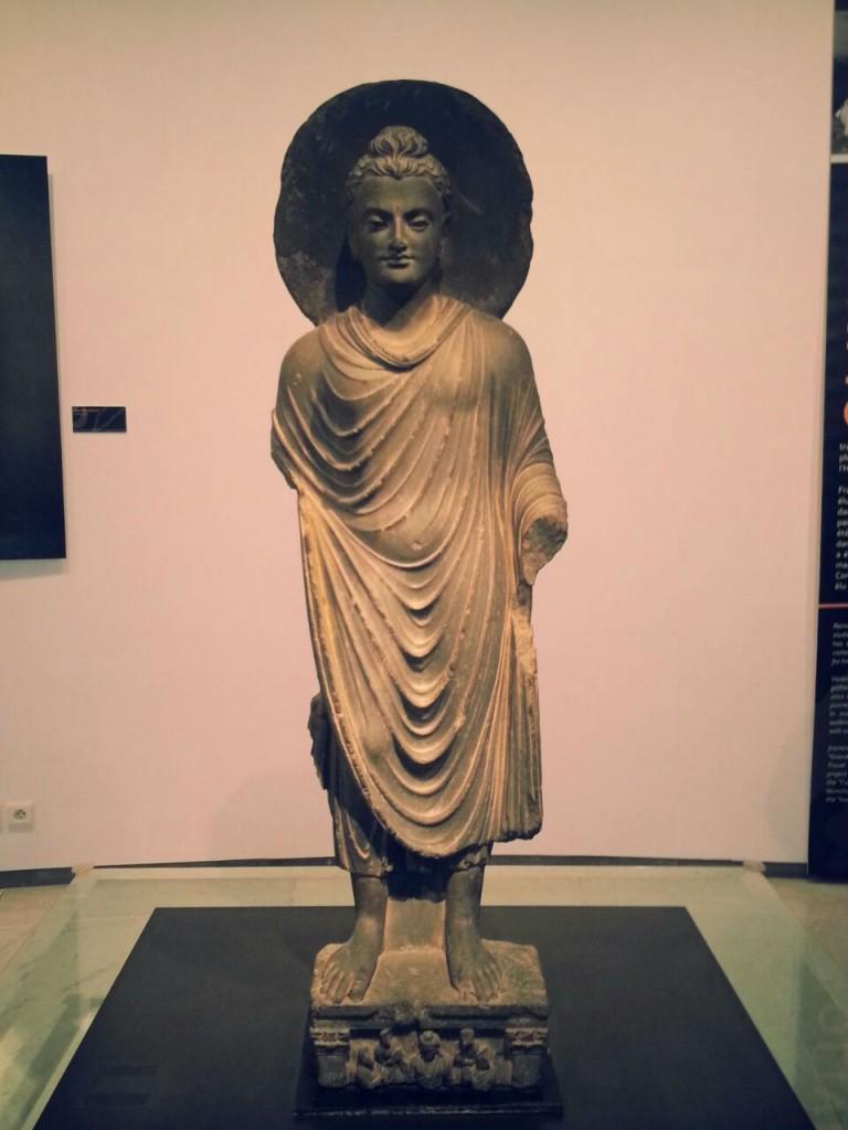 Une statuette sacrée trône au centre de la Rotonde